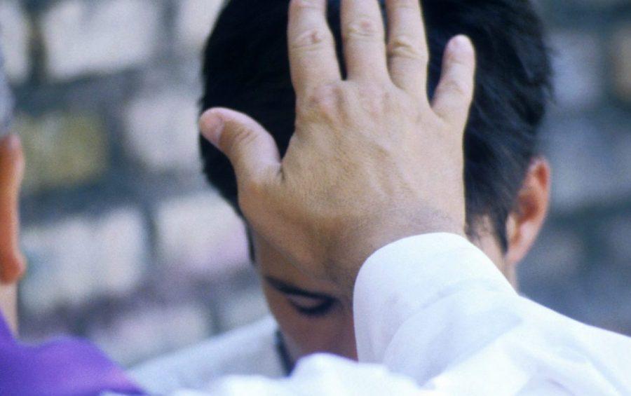 Giornata mondiale della gioventù di Roma - GMG 2000 - Il gesto della assoluzione durante una confessione