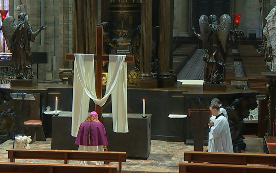 Il 27 marzo Via Crucis con mons. Delpini in diretta tv, radio e web