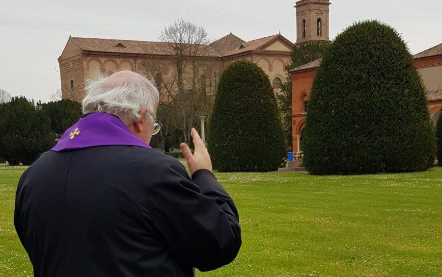 Mons. Perego al cimitero della Certosa per una preghiera ai defunti