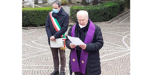 Mons. Manicardi in visita al Cimitero cittadino di Carpi