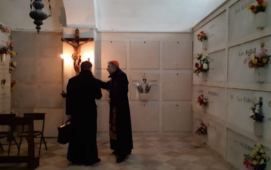 La preghiera di mons. Moraglia al cimitero cittadino