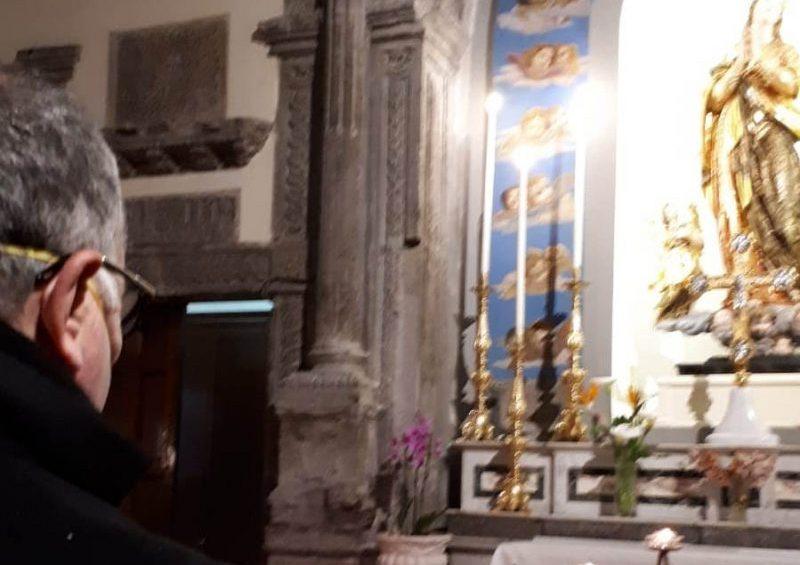 Mons. Vari in preghiera al cimitero di Fondi