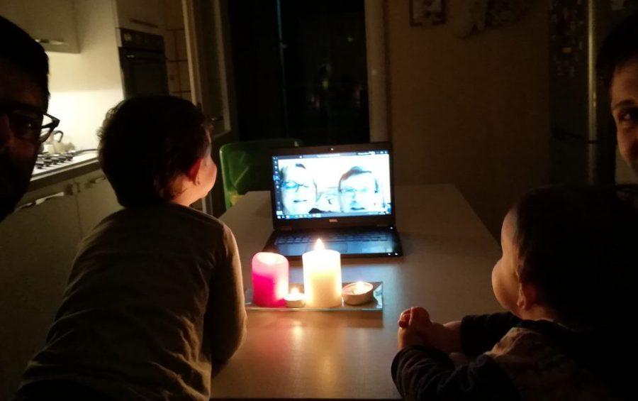 Nonni e nipotini uniti in video-preghiera: la testimonianza di una famiglia