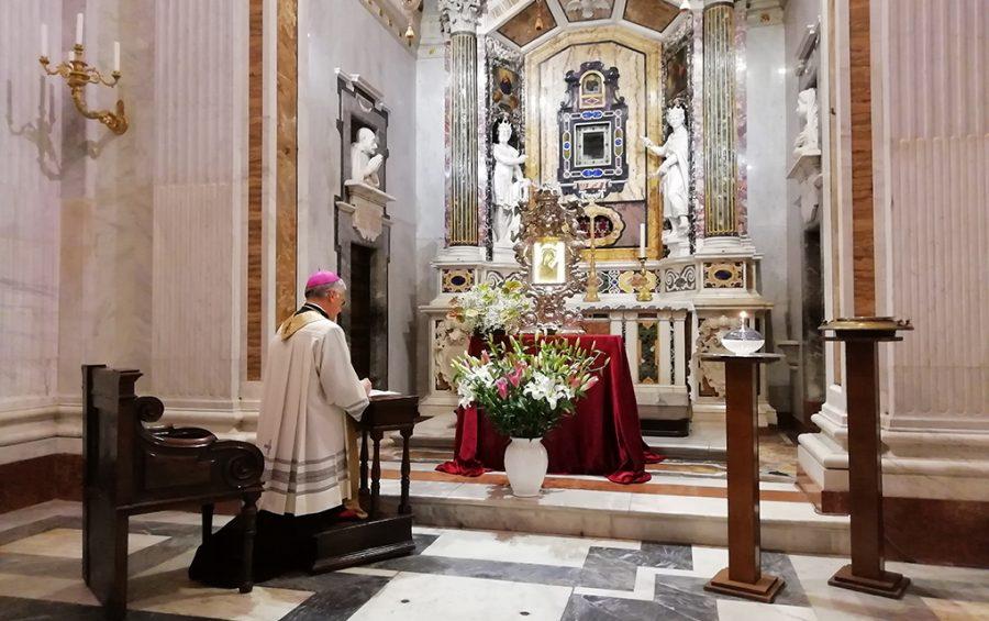 La preghiera di mons. Boccardo alla Santissima Icone