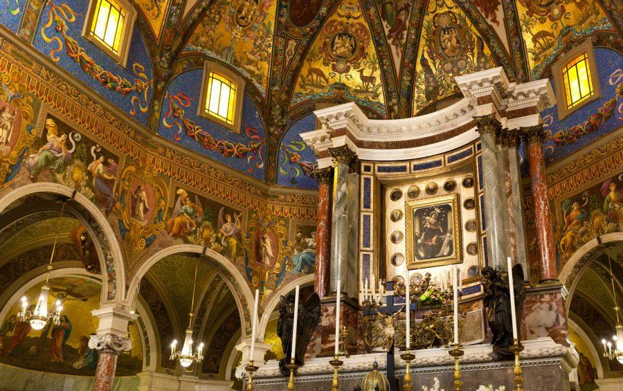 Interno del Santuario della Nostra Signora del Santo Rosario di Pompei