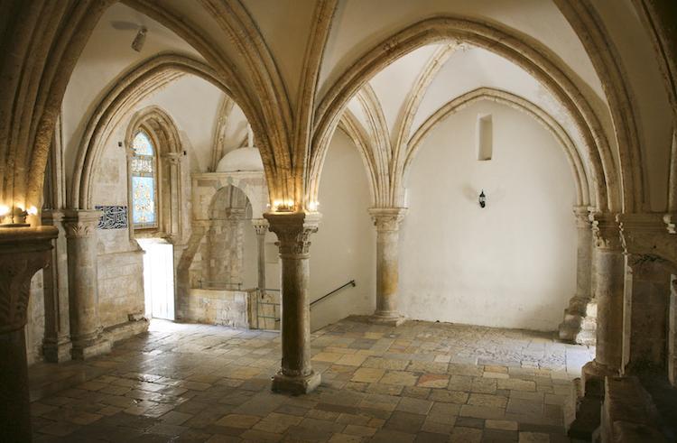 """Mons. Angiuli: """"venite nel Cenacolo, la casa dell'Amore"""""""