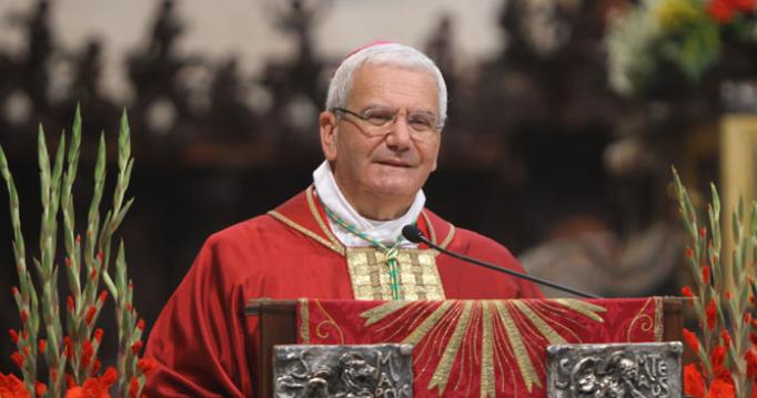 Mons. Beschi ai sacerdoti: rinunciare a tre mensilità in favore delle persone in difficoltà