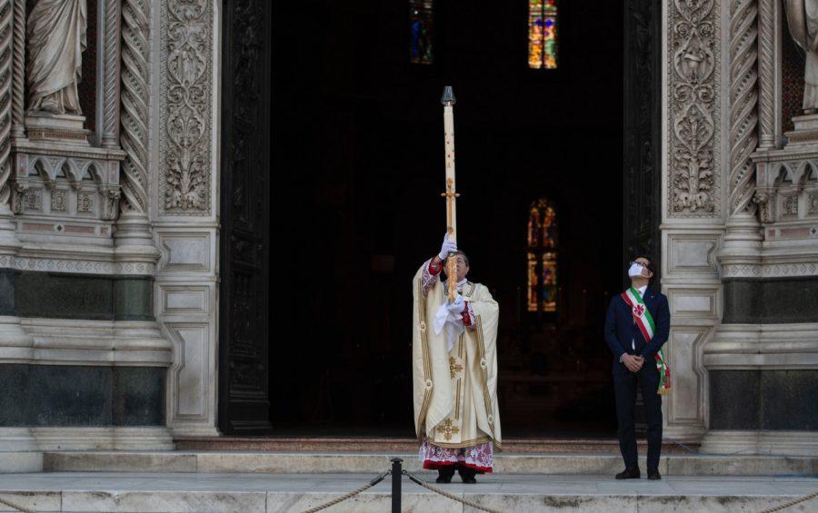 FOTO UFFICIO STAMPA COMUNE DI FIRENZE Il Cardinale di Firenze Giuseppe Betori celebra la messa in Duomo, presenti il sindaco Dario Nardella CGE fotogiornalismo