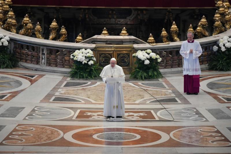 """Messaggio """"Urbi et Orbi"""". Papa Francesco: """"Non è il tempo dell'indifferenza"""""""