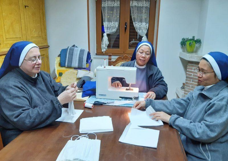 Il Vaticano ringrazia le suore per la realizzazione delle mascherine