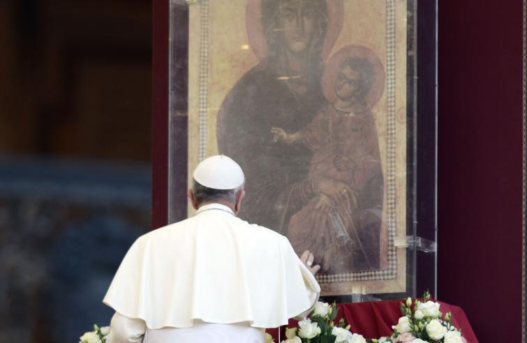 Le preghiere del Papa per il mese di maggio