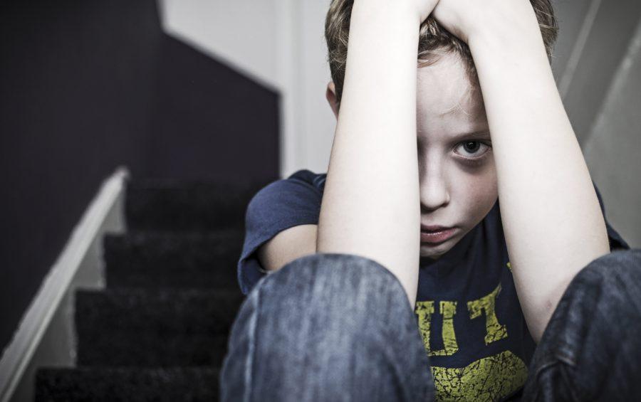 Un bambino che ha subito violenza