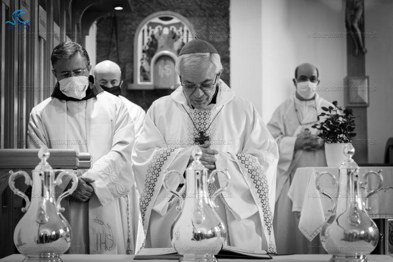 Mons. Alfano celebra la Messa Crismale nella cappella dell'ex seminario di Vico Equense