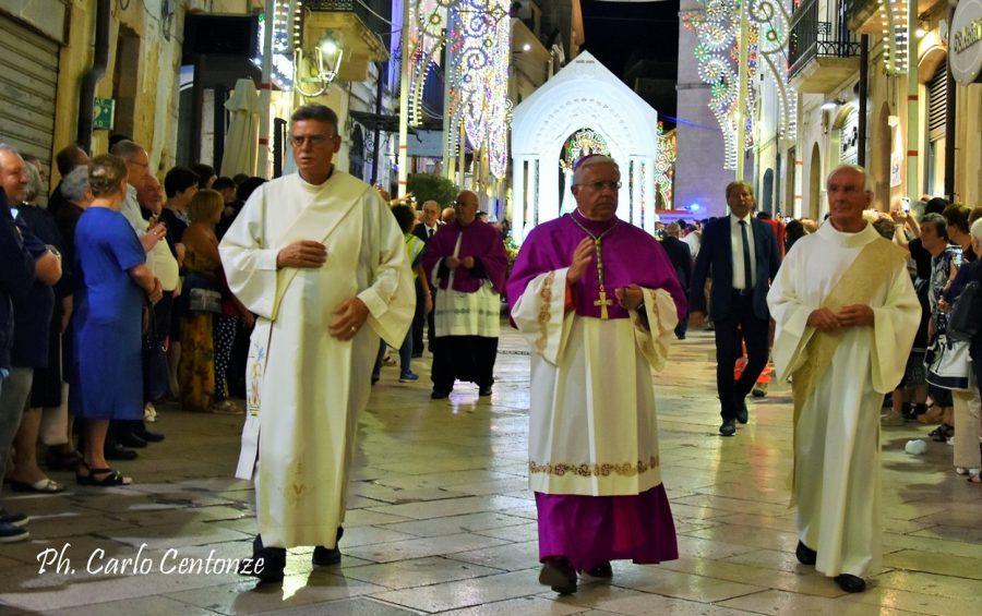 """Mons. Ricchiuti: """"nello sguardo di Maria ritroviamo giorni più sereni"""""""