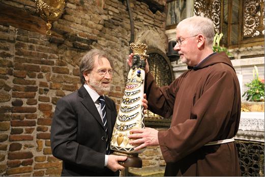 Il Santuario dona una statua della Vergine di Loreto al Covid Hospital di Civitanova Marche