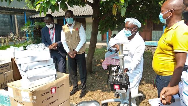 Strumenti sanitari e dispositivi di protezione per l'ospedale Kikimi di Kinshasa