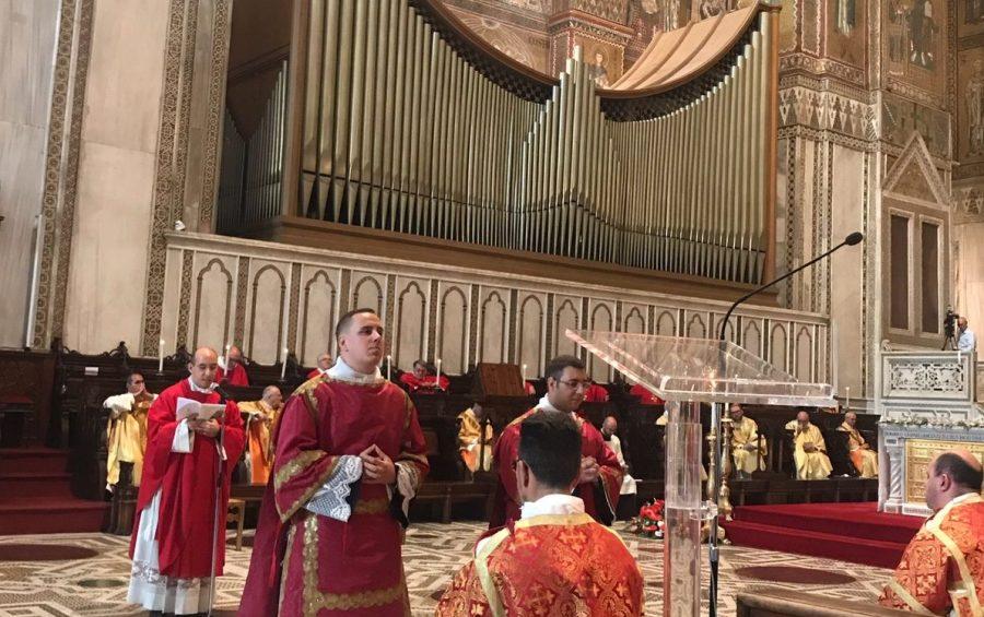Mons. Pennisi ordina due nuovi sacerdoti: non seguite le chiacchiere, confidate nell'amicizia di Gesù