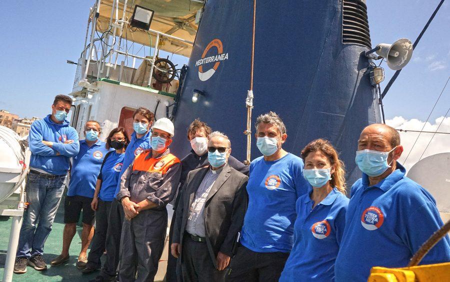 """Mons. Mogavero incontra l'equipaggio della """"Mare Jonio"""""""