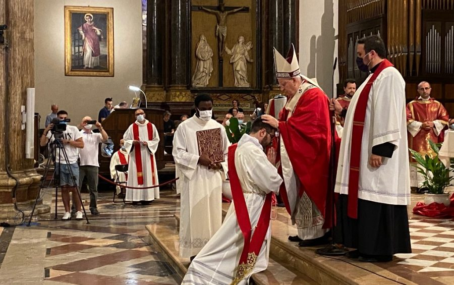 """Il card. Bassetti ordina don Liguori: """"non perderti d'animo, confida in Gesù che ti ha scelto e nella forza dello Spirito"""""""
